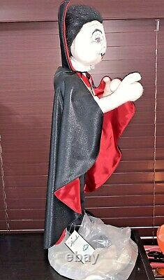 NWT Annalee 26 Dracula With Stand 2003 Halloween Vampire Mobilitee Dolls Rare