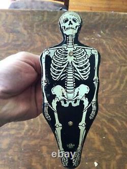 Vieux Halloween Us Squelette En Métal Noisemaker Rare