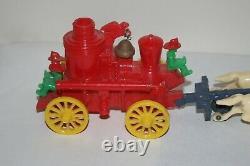 Vintage Rosbro Horse Pull Fire Truck Jouet En Plastique + Pompiers & Bell Travaux Rares